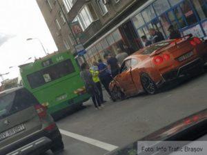 Mașină acroșată de un autobuz RAT, pe Bd.15 Noiembrie (Foto)