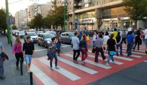 Protest pe trecerile de pietoni din oraș (Foto)