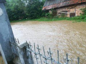 Inundaţiile afectează mai multe localităţi din judeţ