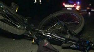 Un biciclist băut a ajuns la spital, după ce a fost acroșat de o maşină