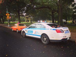 Dacia 1300 a unui brașovean, oprită în trafic de polițiștii din New York