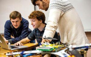 Elevii brașoveni vor învăța noțiuni de Mecatronică