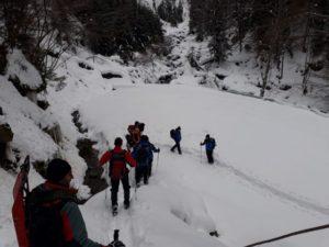 Turiști epuizați în Munții Făgăraș, aduși în siguranță la Victoria de salvatorii montani