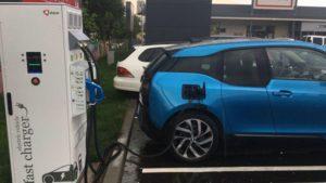 Staţiile de încărcare pentru maşinile electrice vor fi mai vizibile