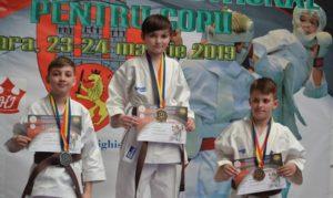 11 karatiști brașoveni, pe podium la naționalele pentru copii