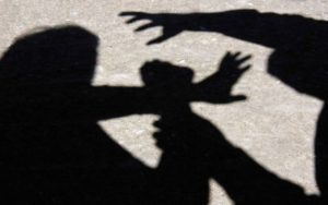 Copil tâlhărit pe stradă, de un tânăr din Săcele
