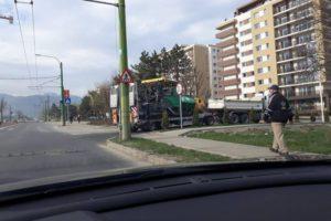 Brașovenii din cartierul Tractorul au fost băgați în seamă, în sfârșit, de Primărie, care le asfaltează o stradă! (FOTO)