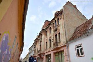 Au început lucrările la reabilitarea primei fațade a unei clădiri vechi, cu proprietari privați și cofinanțarea Primăriei