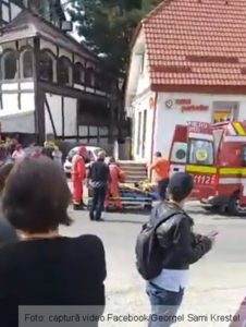 Accident grav în Bran. O femeie a rămas fără picioare după ce a fost lovită de un autocar (Foto)