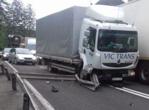 Accident pe DN1, la Predeal. Traficul se face pe  o singura bandă