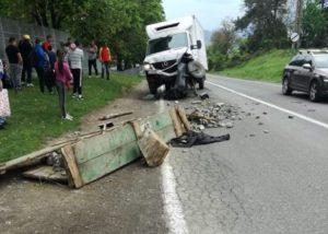 Accident rutier pe DN1A, la Gârcini! Căruță lovită de mașină! (FOTO)