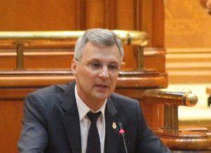 Un senator acuză: Isărescu a luat 120.000 de euro ajutor de pensionare și nu s-a mai pensionat