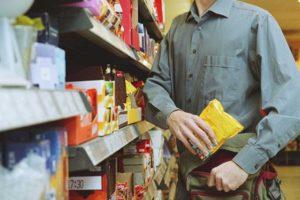 Un hoț a revenit la magazinul unde dăduse o lovitură, dar a avut ghinion