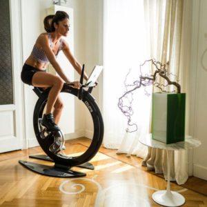 Nu ai timp pentru antrenamente complexe? Folosește bicicleta magnetică!