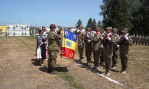 """100 de ani de existenţă a Centrului Național de Instruire Întrunită """"Getica. Drapelul de luptă, decorat de preşedintele României"""