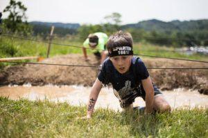 Peste 2.500 de participanți la cea mai tare cursă de obstacole, Spartan Race, în Poiana Braşov