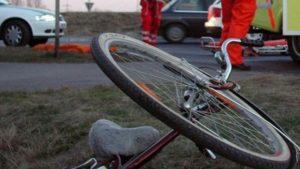 Biciclist lovit de mașină, pe strada Spicului!