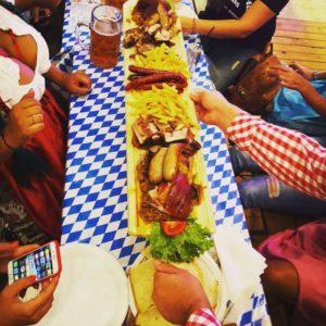 Vrei să fii sigur că ai o masă liberă la Oktoberfest? Rezerv-o cu un simplu CLIK!