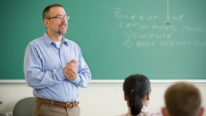 Creșterea salariilor profesorilor, amânată pentru 2021