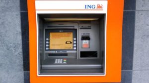 ING Bank introduce retragerile de numerar fără card de la bancomate și schimbă comisioanele