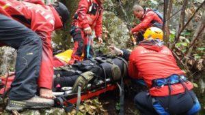 FOTO Un turist spaniol rănit pe Tâmpa a fost ajutat de salvamontiștii din Poiana Brașov
