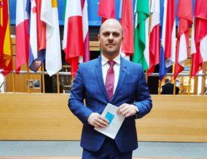 Guvernarea PNL riscă să dinamiteze România. Cine va câștiga?
