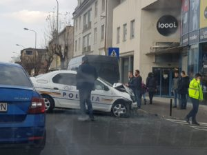 Mașină de Poliție, implicată în accident