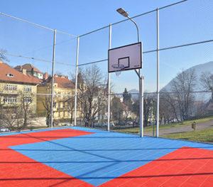 FOTO La Brașov a fost deschis cel mai performant teren de baschet în aer liber, din România