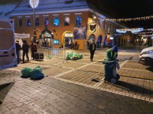 FOTO Sute de metri cubi de deșeuri, colectate la Brașov, după Revelion