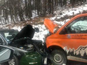 Microbuz cu șapte copii, implicat într-un accident pe drumul de Poiană