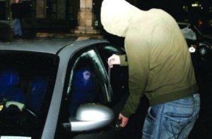 Bărbat din Făgăraș, reținut după ce a furat o geantă dintr-o mașină
