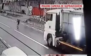Copil de 9 ani, lovit de TIR condus de un șofer din Brașov