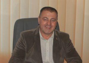 Asociație a rromilor, către primarul din Teliu: ar trebui să-i dea de gândit și de muncă problemele comunității