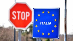 Italia impune 14 zile de  carantină pentru români