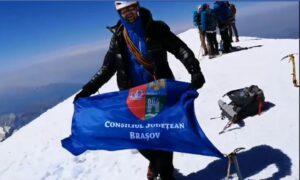 FOTO Steagul Consiliului Județean a ajuns pe cel mai înalt vârf din Munții Alpi