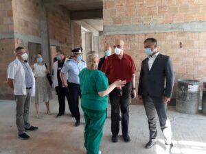 VIDEO Raed Arafat, la Brașov, să vadă spitalul modular. Promite dotarea acestuia