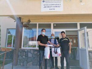 Peste 300 de măști donate de Asociația Carpaterra elevilor din Racoș