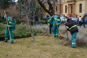 VIDEO A început campania de curățenie de primăvară în municipiul Braşov