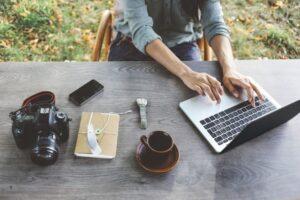 Deţii un blog? Iată de ce trebuie să-şi achiziţionezi cât mai curând propria găzduire web!