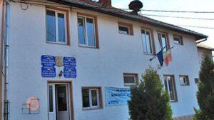 Zeci de locuitori din Ormeniș nu pot vota. Au buletinele la magazinul din sat de unde luau mâncare pe datorie