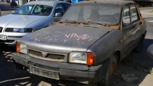 Maşinile abandonate pe domeniul public, în vizorul Primăriei Săcele