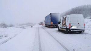 Un TIR derapat blochează traficul între Șercaia și Mândra!