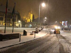 FOTO + VIDEO Ultimele 24 de ore au adus la Brașov cele mai abundente ninsori din ultimele ierni! Cum se circulă în municipiu?
