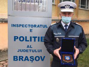 Un polițist din Brașov a primit Placheta de Onoare a Poliției Române
