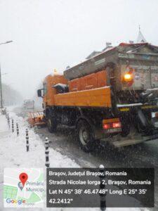Comprest va continua acțiunile de deszăpezire după ninsoarea abundentă în tot cursul zilei