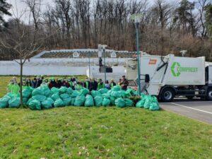 120 de saci cu deșeuri strânși în urma unei ample acțiuni de ecologizare derulată în zona Șprenghi de către operatorul de salubrizare Comprest împreună cu studenți ai Facultății de Mediu