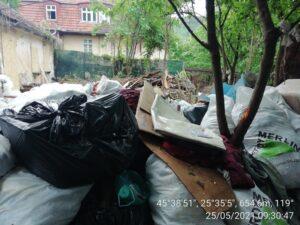 FOTO Focar de infecţie şi invazie de şobolani într-un imobil din Livada Poştei