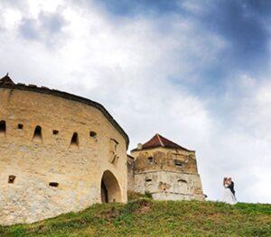 Brașovenii, tot mai tentați de oficierea căsătoriei în aer liber