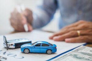 Cum să asigurați ieftin o mașină în Marea Britanie